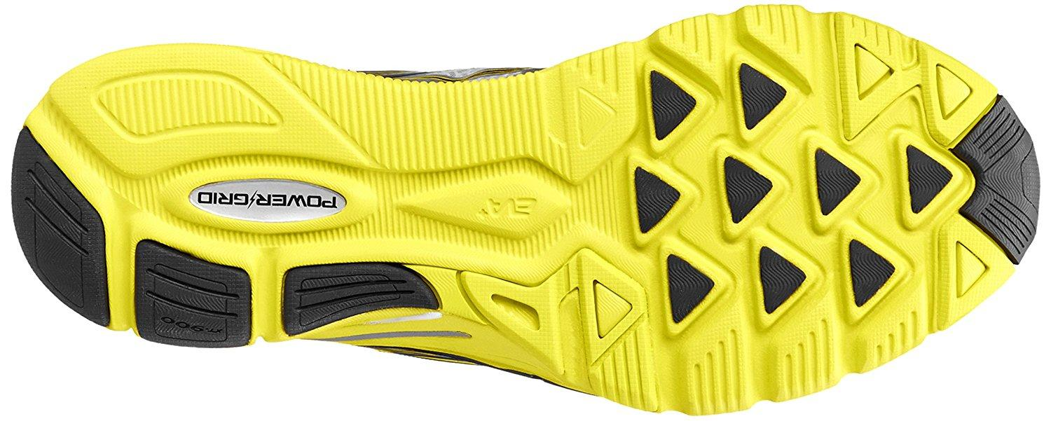 the Saucony Kinvara 4's outsole features triangular lugs that provide good traction while on a run