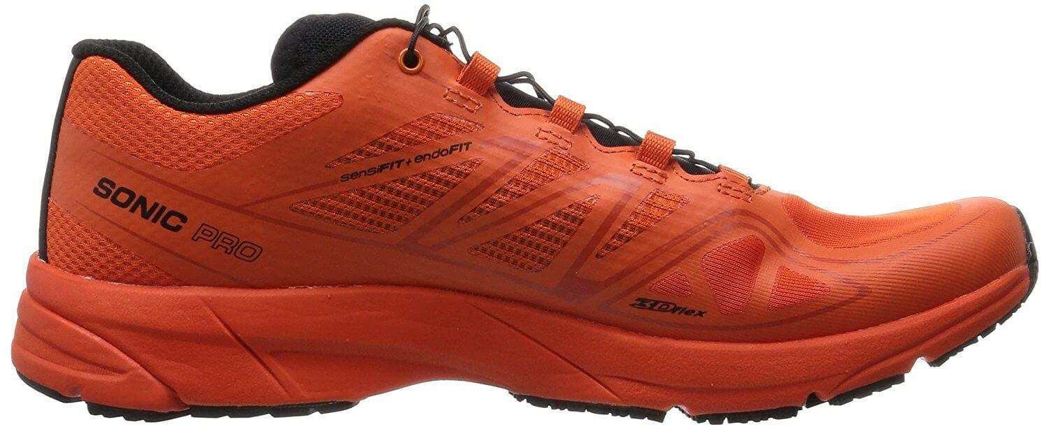 the low profile of the Salomon Sonic Pro allows for runners to change direction and maintain their stride with no difficulty