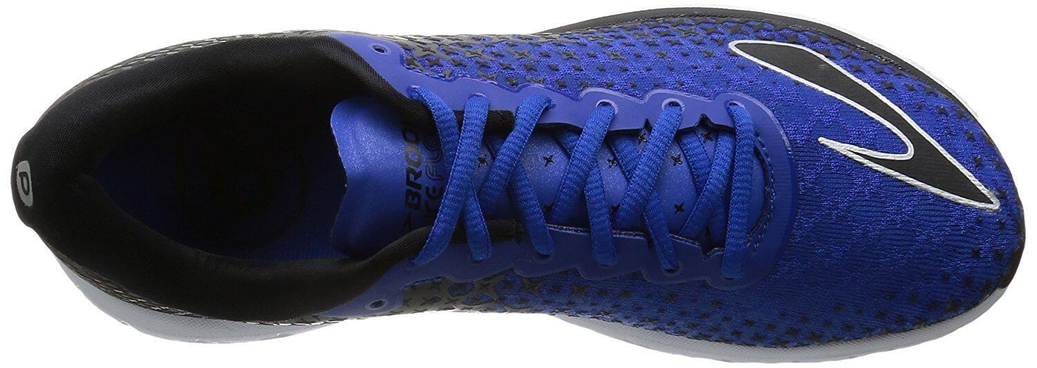 A seamless and thin layer of 3D printed mesh comprises the Brooks Pureflow 5's upper.