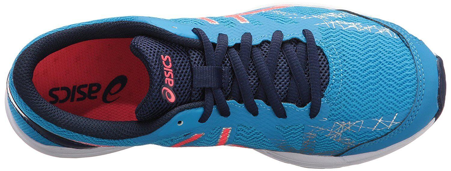 A breathable mesh upper keeps your feet cool and dry