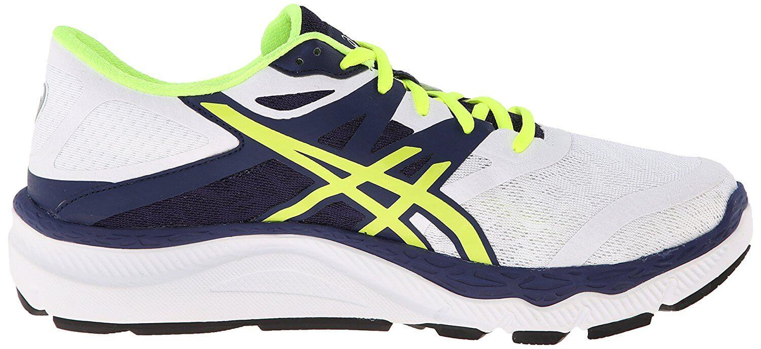 A left to right view of the Asics 33 M