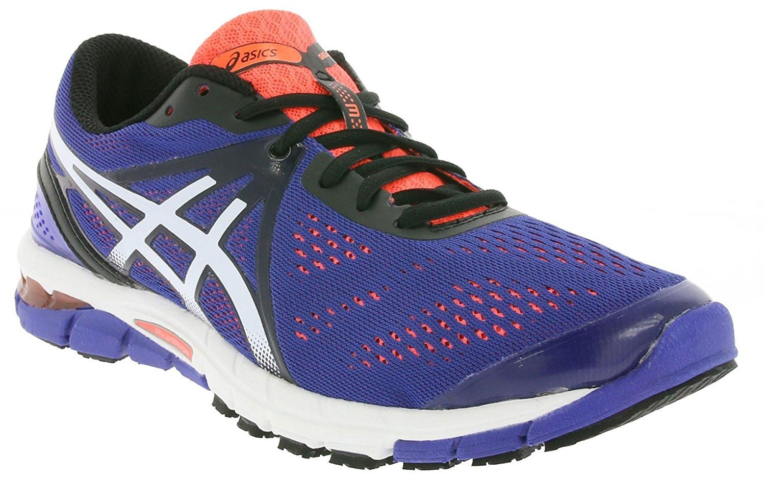 A three quarter perspective of the Asics Gel Excel33