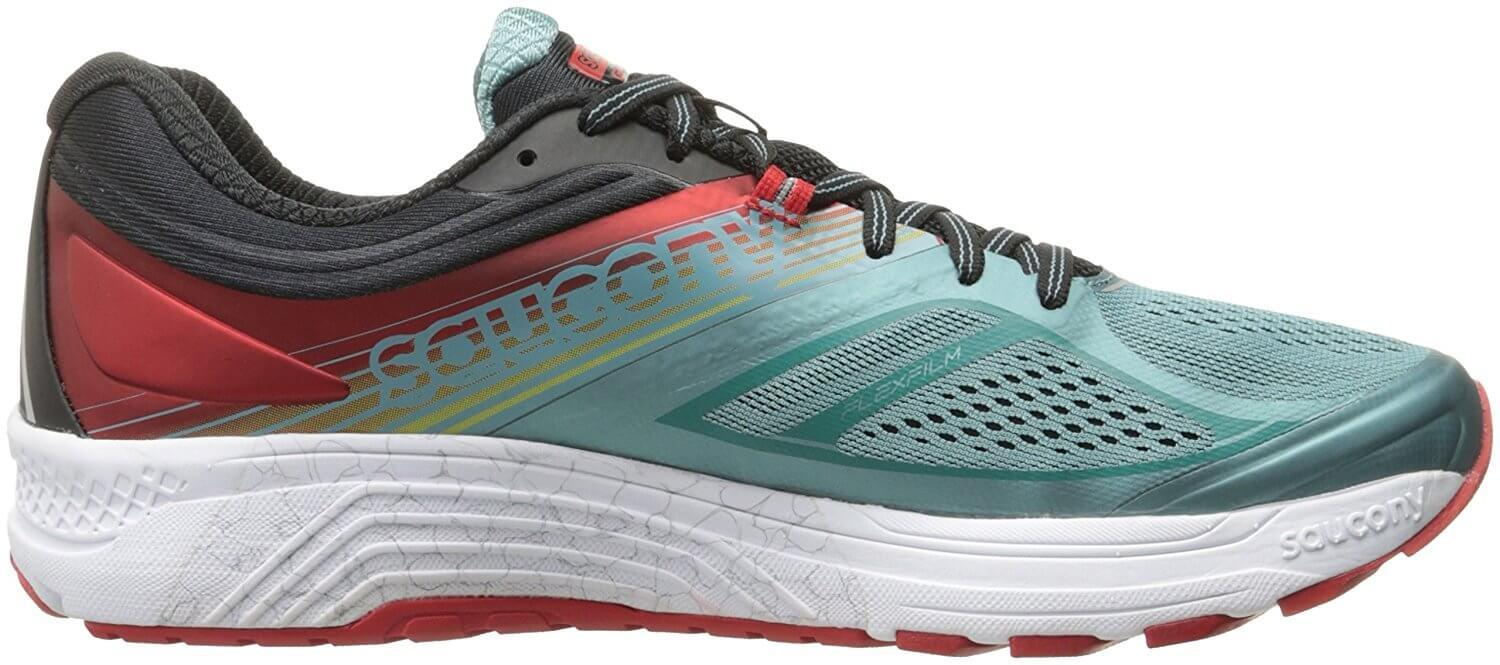 A side view of the Saucony Guide 10