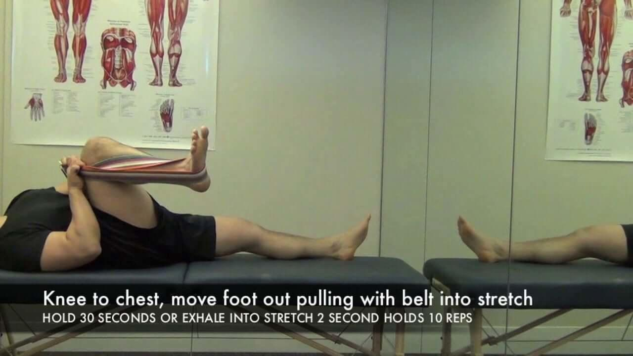 knee-to-chest-SI-dysfunction-stretch