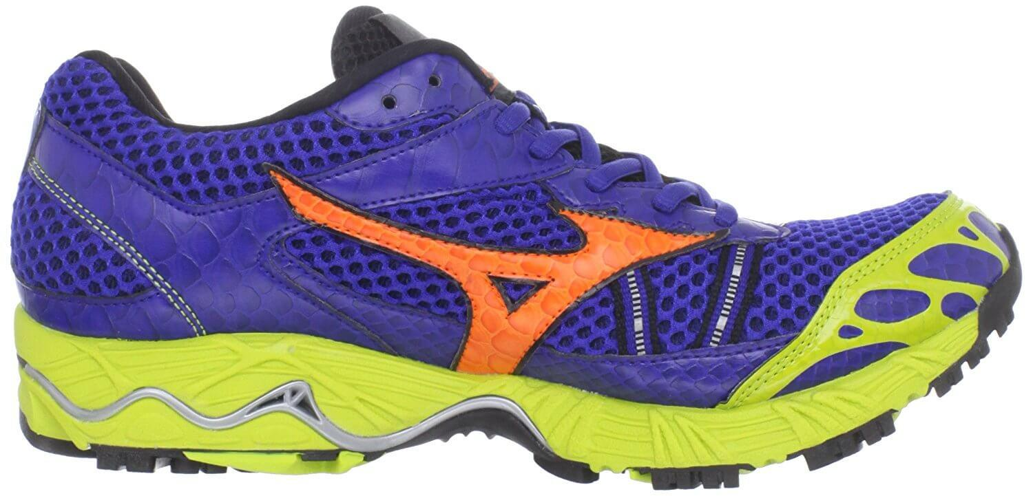Mizuno Wave Ascend 7 left to right