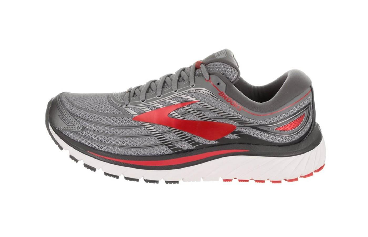 the breathable mesh upper and overlays allow for excellent breathability