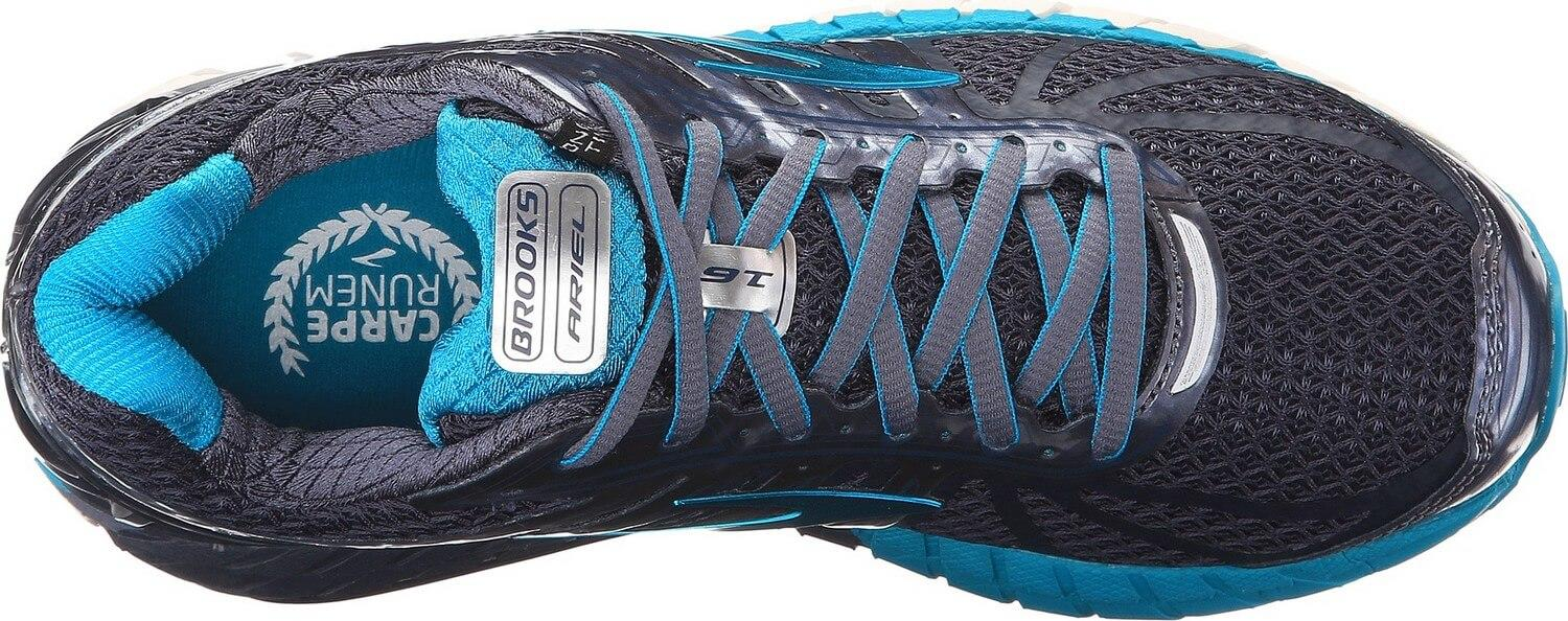 the mesh upper of the Brooks Ariel 16 protects against heat and moisture