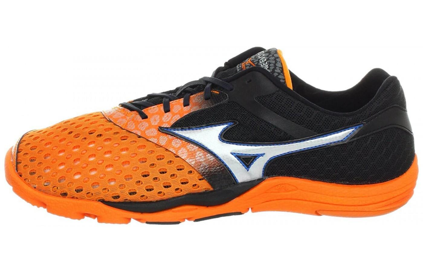 a good look at the side of the Mizuno Wave Evo Cursoris