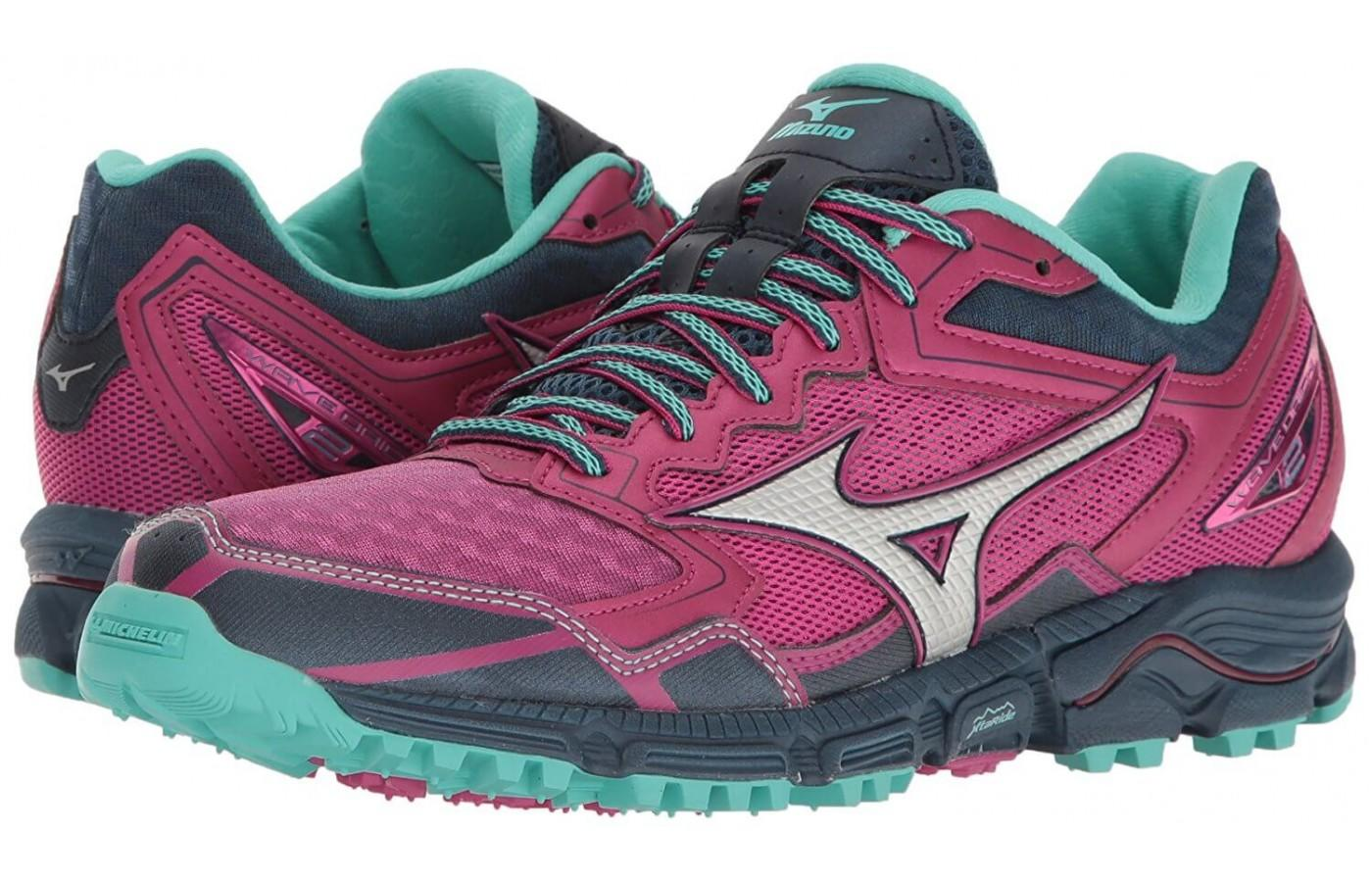 ... Pair of Mizuno Wave Daichi 2 women's shoes