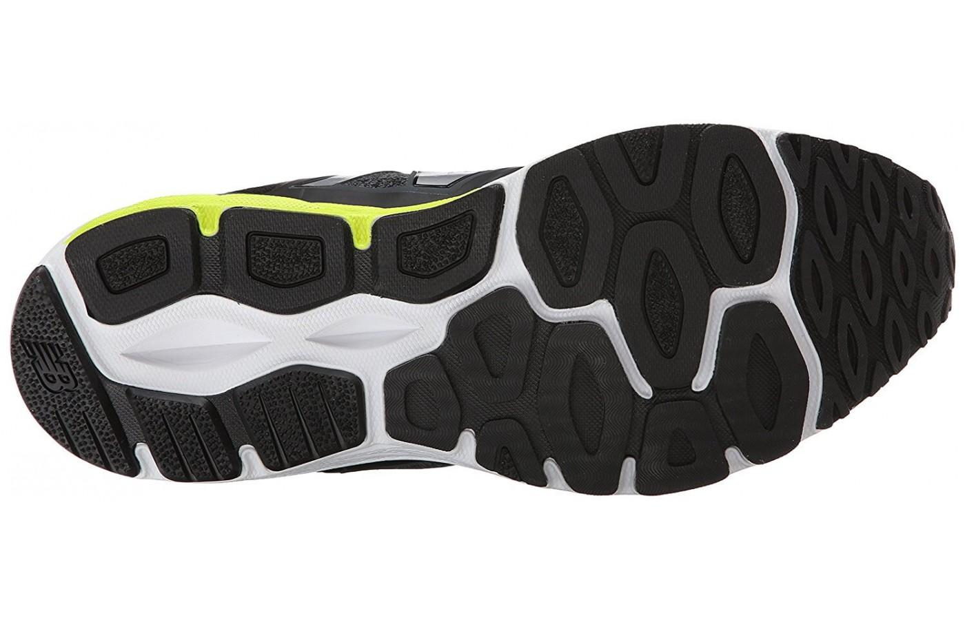 The larger tread gives the New Balance 770 v5 better traction and grip.