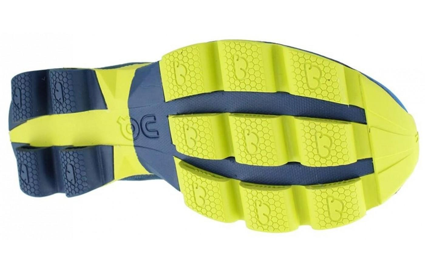 The honeycomb shape on the underfoot add traction and grip to the shoe.