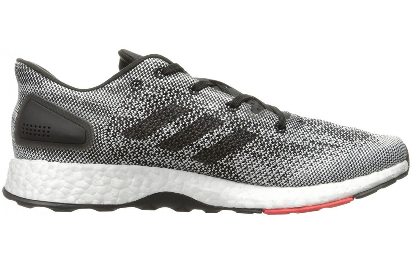 Neutral coloring make this a classically good looking running shoe.