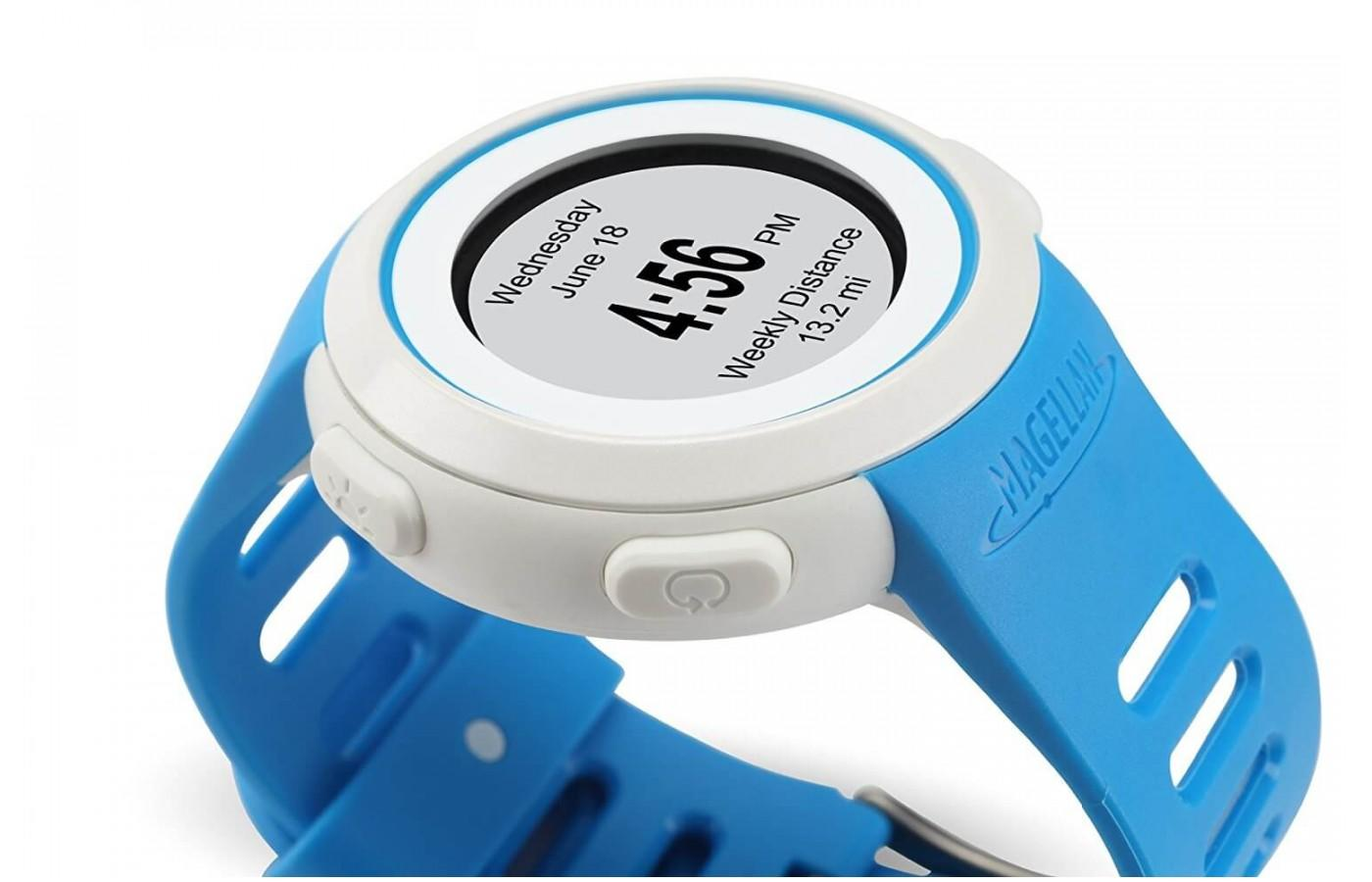 the Magellan Echo shows the time and has buttons on the side