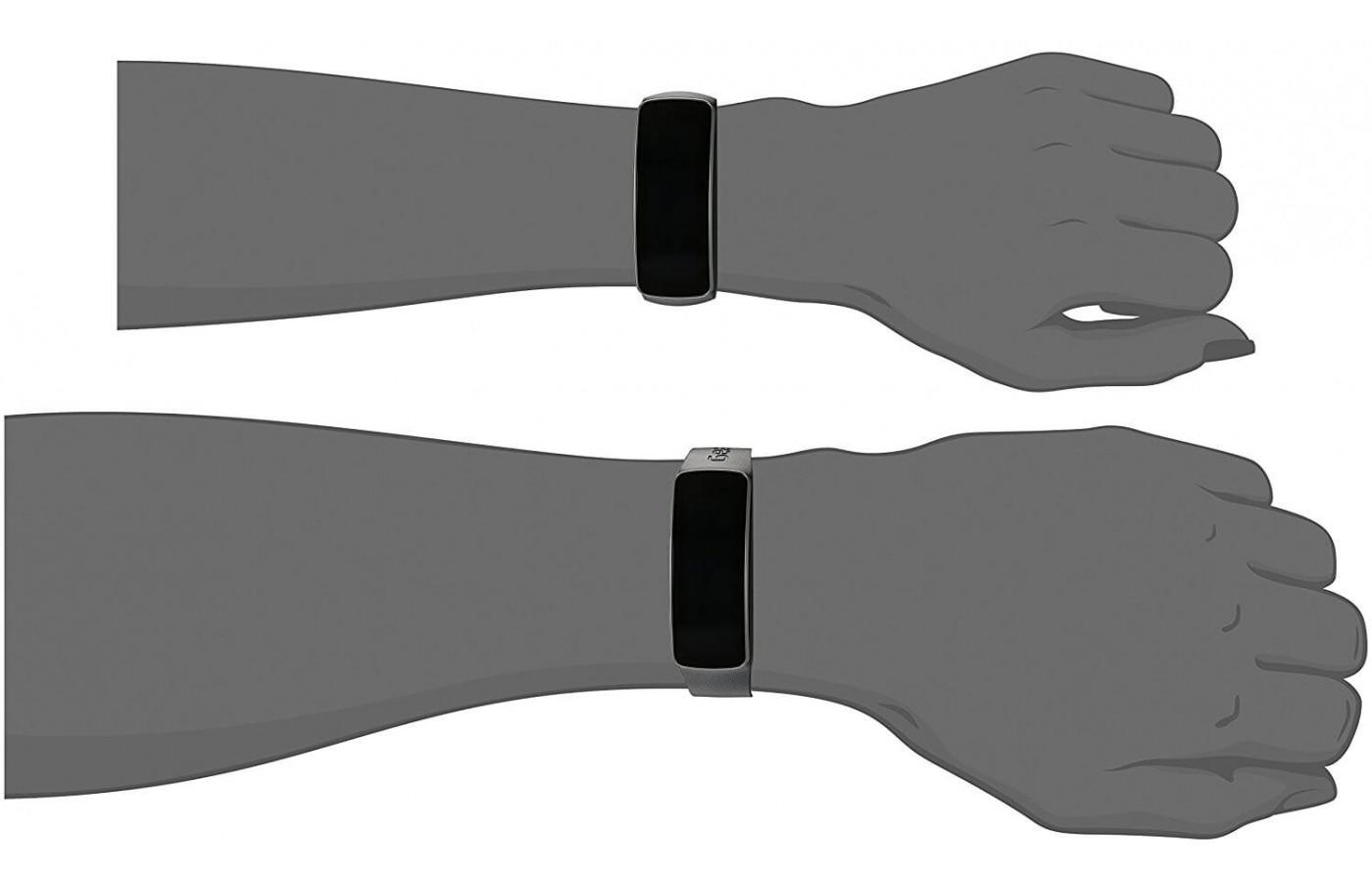 The Samsung Gear Fit is unisex and comes in one size its most.