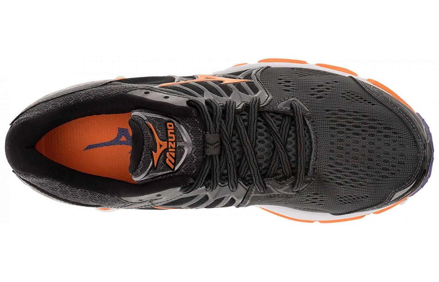 The upper of the Mizuno Wave Horizon has Triple Zone Mesh, known for its breathability and durability