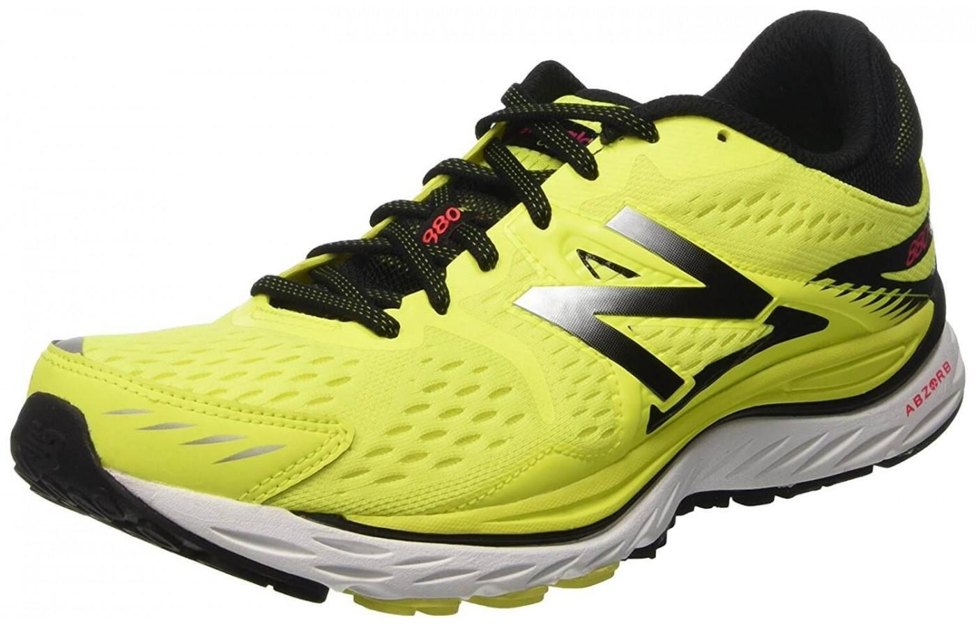 Upper of the New Balance 880 V7 is seamless