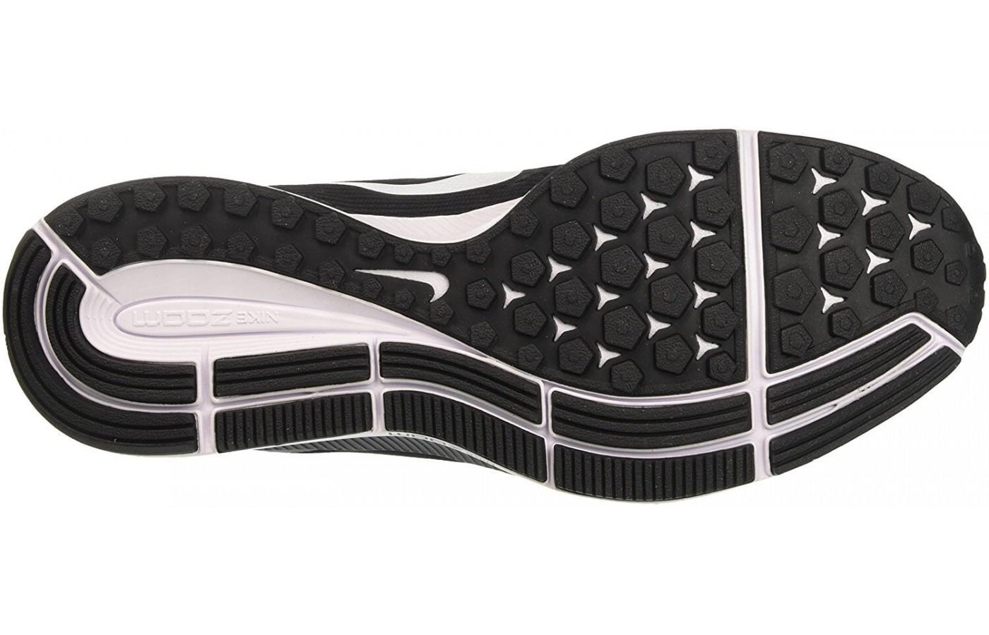 the outsole of the Nike Air Zoom Pegasus 34 features excellent tread on the medial and numerous flex grooves