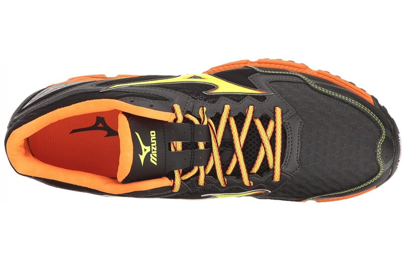 The upper is constructed using the Dynamotion Fit technology.