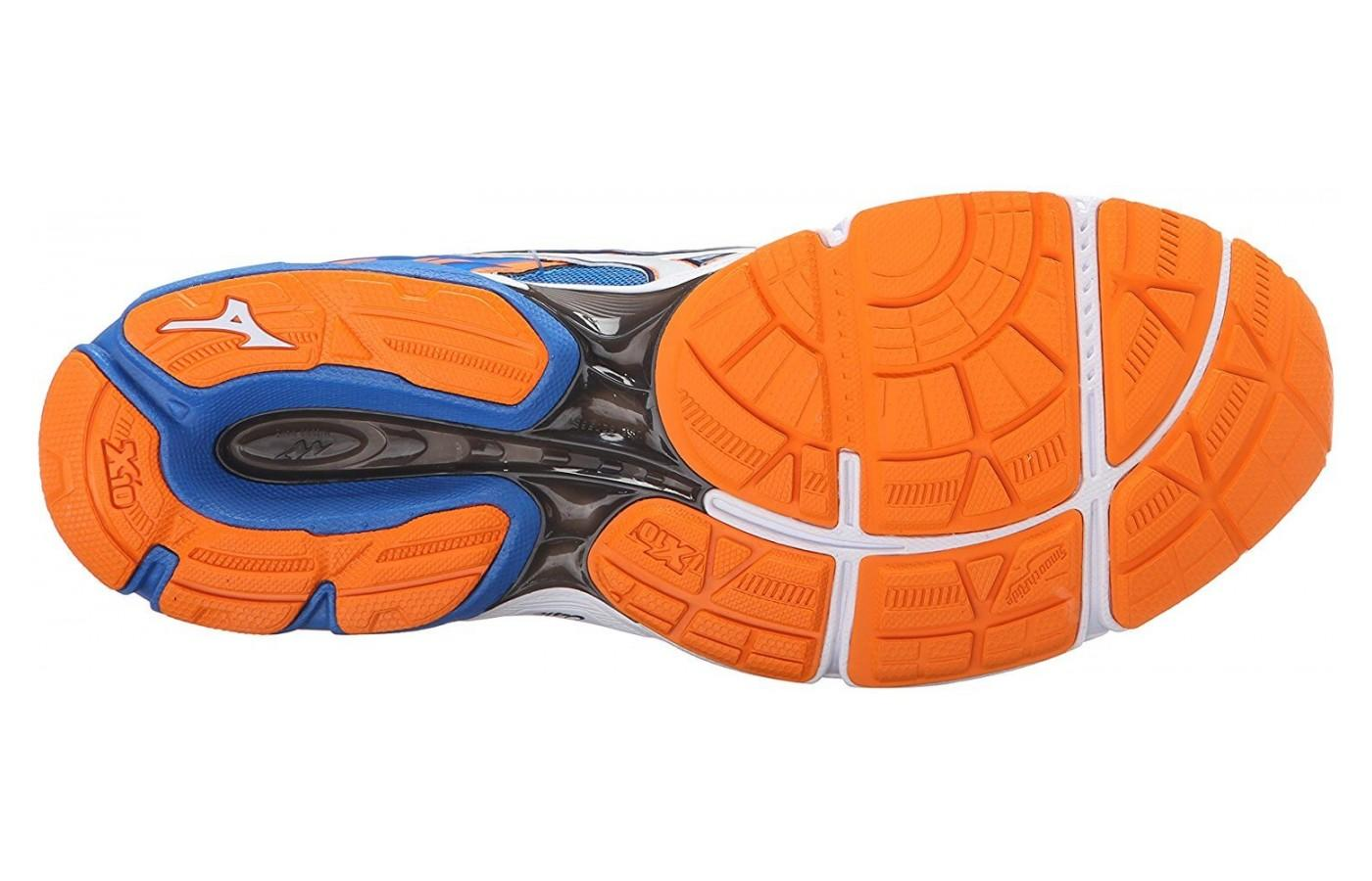 Duel rubber outsole for durability and grip