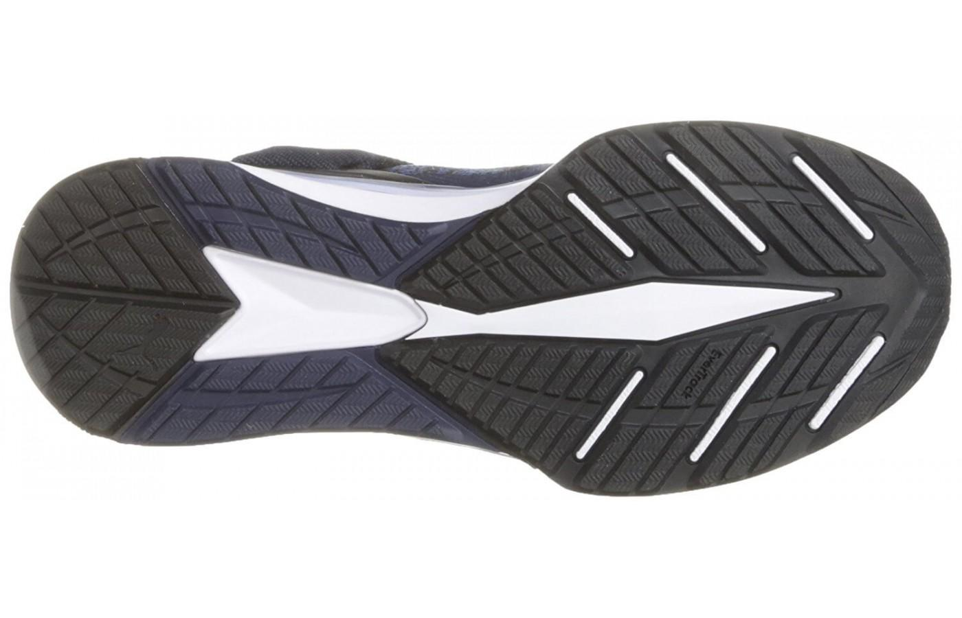 Deep flex grooves on the outsole provide extra flexibility