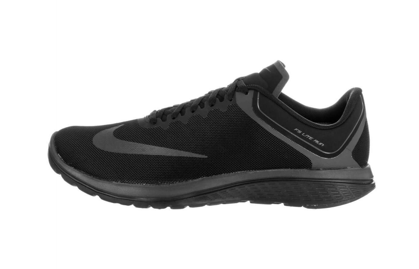The Nike FS Lite Run 4 features a traditional lacing system