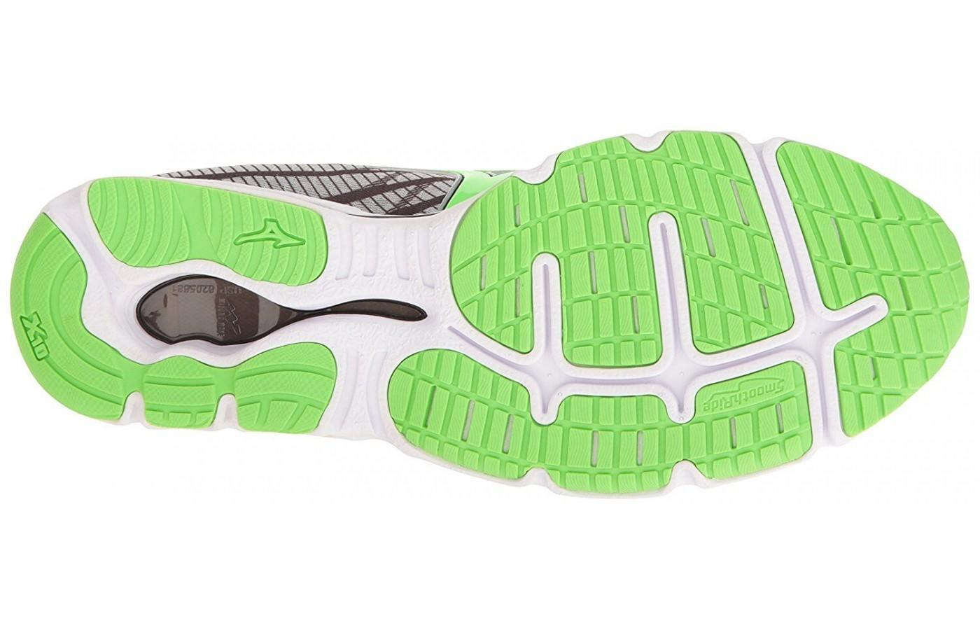 the forefoot of the Mizuno Wave Hitogami 4's outsole features tire-like traction