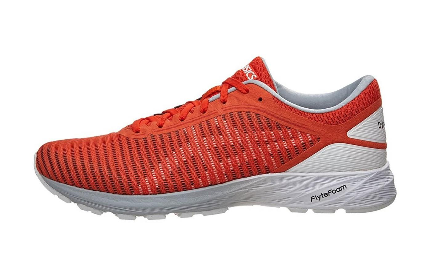 The midsole features a lightweight cushioning.