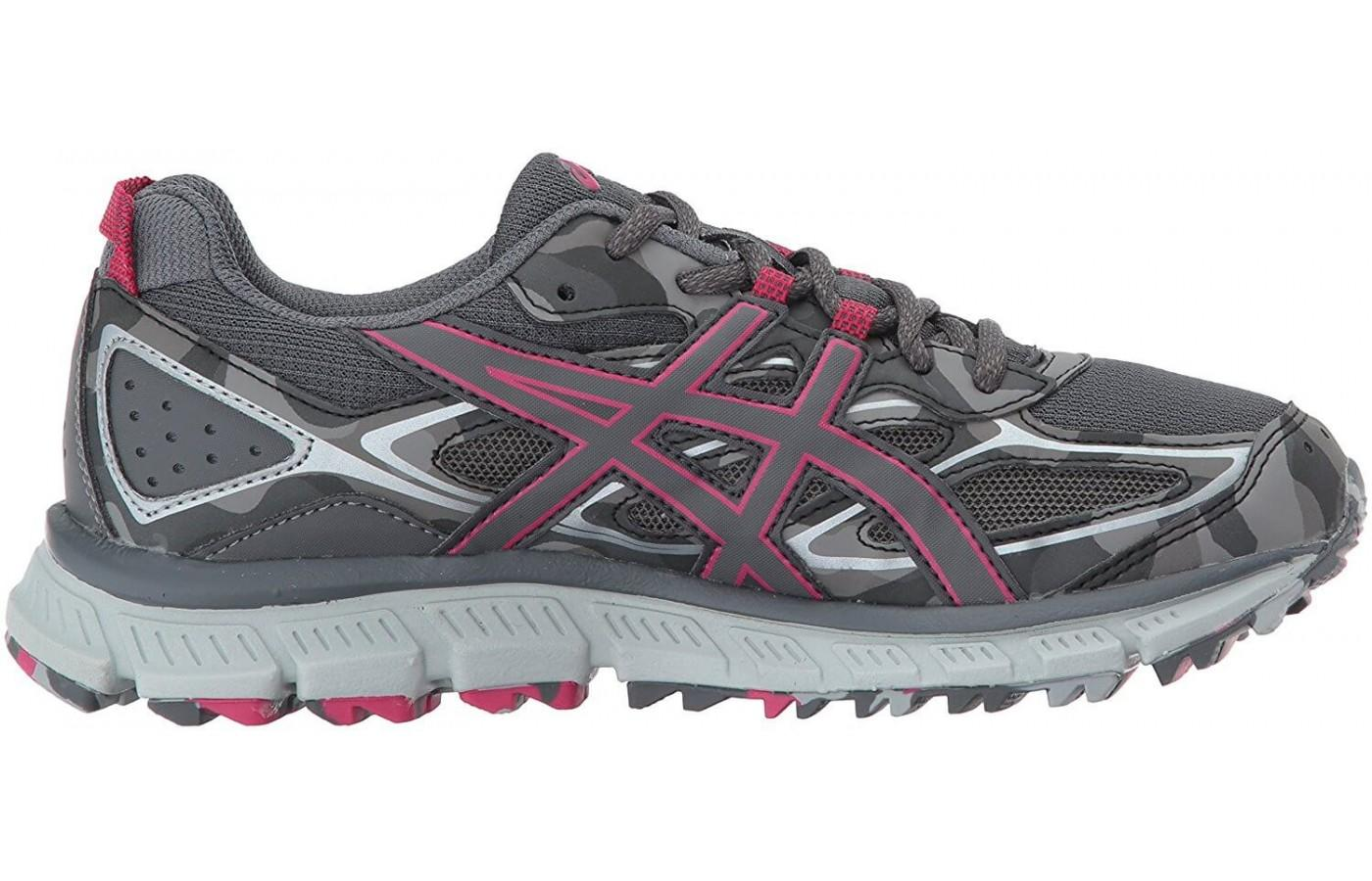 The synthetic overlays help keep the foot in place.