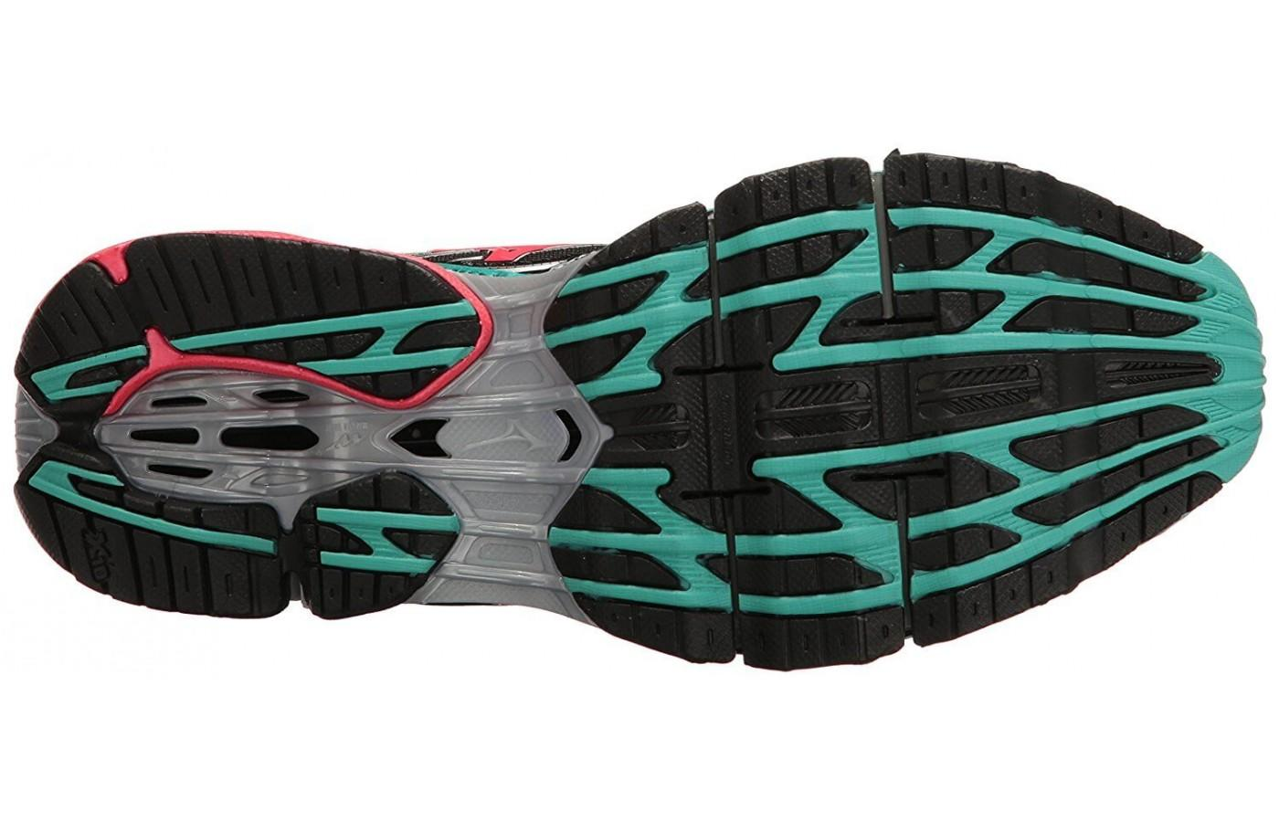 X10 rubber in the outsole provides durability and good stick.