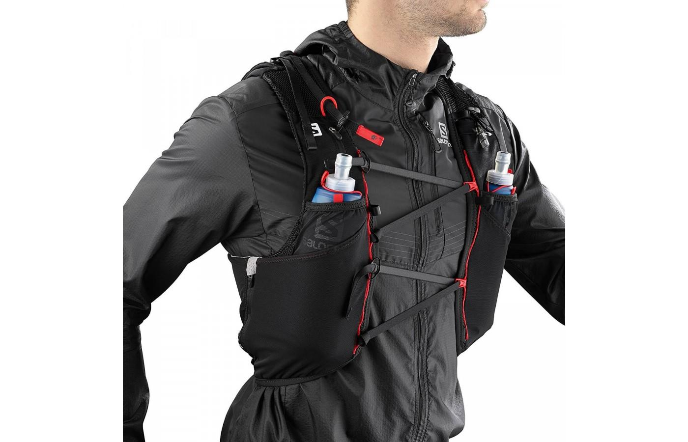 The criss cross bungee cords create a customization fit