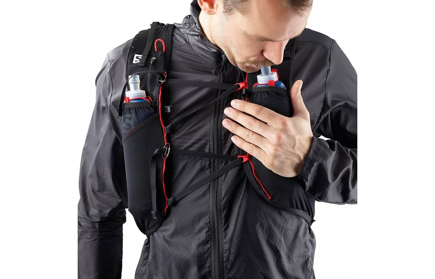 The pockets are perfectly placed so that athletes can access all of their items without the need to take the vest off.