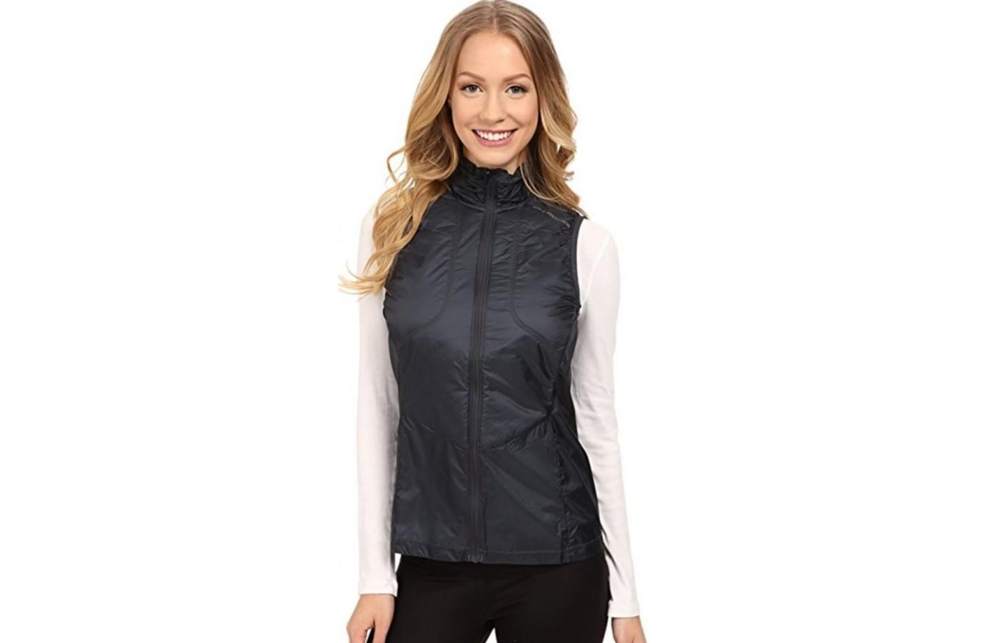 Brooks LSD Thermal Vest keeps you warm and dry in cool temperatures.