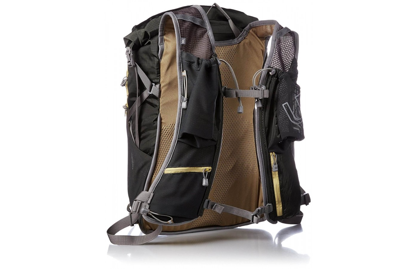 This pack features Ultimate Directions patented InfiKnit Harness for a bounce free ride.