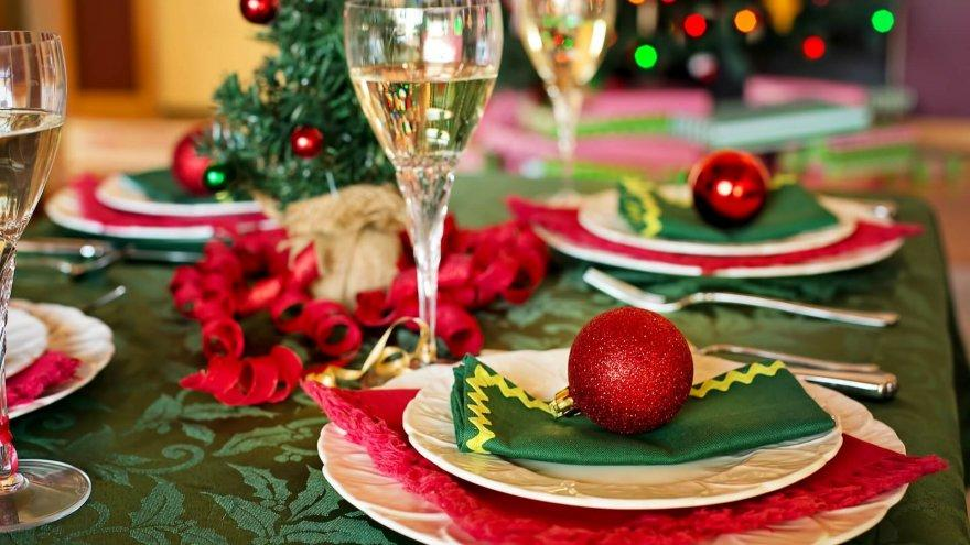 here are some foods to avoid at parties this holiday season