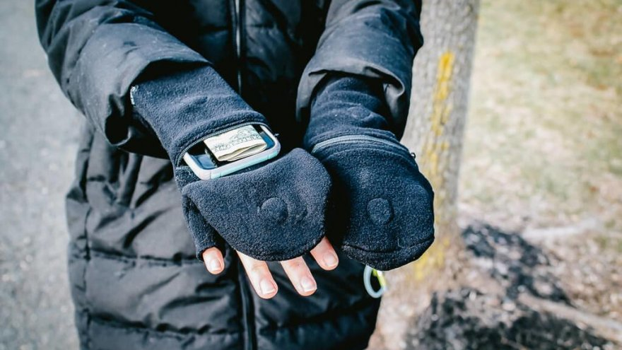 Sprigs Multi Mitts gloves are warm and highly functional for outdoor winter sports.