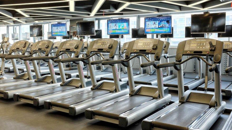 here are some things to consider when running on a treadmill